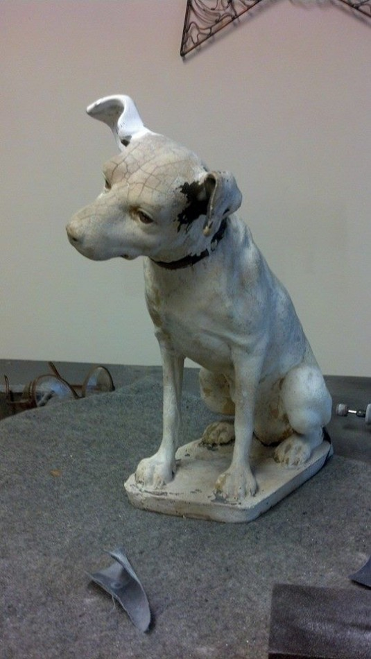 Nipper the RCA dog in need of repair.